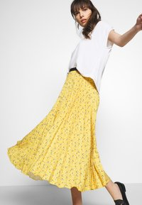 Closet - PLEATED SKIRT - A-line skjørt - mustard - 3