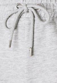 ONLY - ONLALAIA BERMUDA - Shorts - light grey melange - 2