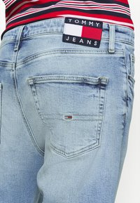 Tommy Jeans - DAD STRAIGHT - Straight leg jeans - barton light blue comfort - 4