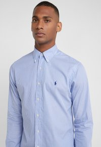 Polo Ralph Lauren - NATURAL SLIM FIT - Shirt - blue/white - 4
