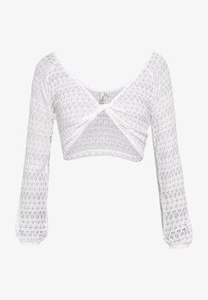 TWISTED CROP - Bluser - white