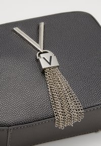 Valentino Bags - DIVINA - Across body bag - grey - 3