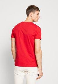 Tommy Hilfiger - Print T-shirt - red - 2