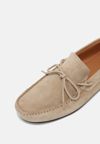 Selected Homme - SERGIO DRIVE - Mocassini - sand - 4