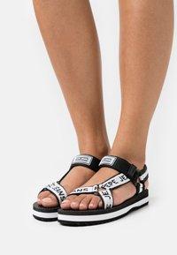 Pepe Jeans - POOL LOGO - Sandaalit nilkkaremmillä - black - 0