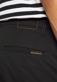 Nudie Jeans - LAZY LEO - Chino kalhoty - black - 4