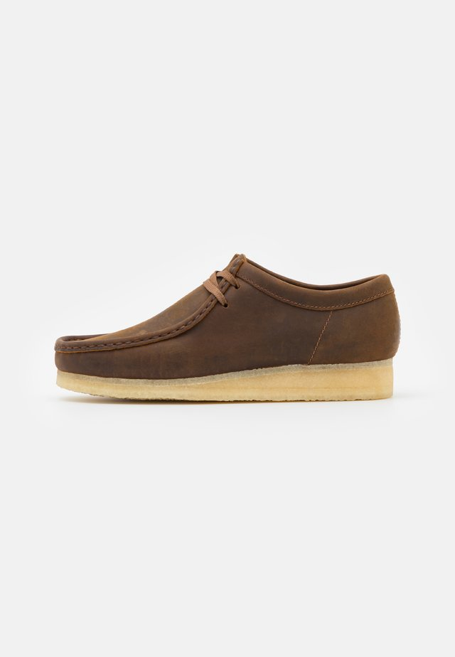 WALLABEE - Casual lace-ups - beeswax