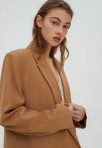 PULL&BEAR - Short coat - brown - 4