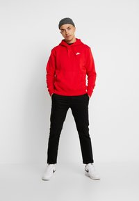 Nike Sportswear - CLUB HOODIE - Bluza z kapturem - university red/white - 1