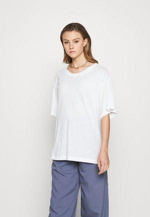 REBECCA - T-shirts - white