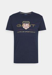 ARCHIVE SHIELD - T-shirt med print - evening blue