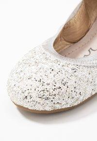 Walnut - CATIE FRECKLE BALLET - Baleríny - silver - 5