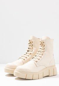 Kaltur - LOR - Platform ankle boots - beige - 2