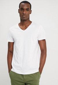 TOM TAILOR DENIM - 2 PACK - Basic T-shirt - white - 1