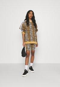 adidas Originals - LEOPARD TIGHT - Shorts - multco/mesa - 1