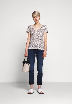 VINTAGE V NECK TEE LEOPARD - Print T-shirt - natural