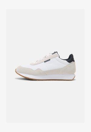 JFWZEPHYR - Trainers - white