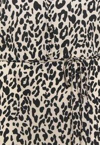Missguided Plus - BUTTON LEOPARD MIDI TEA DRESS - Maxi dress - black - 2