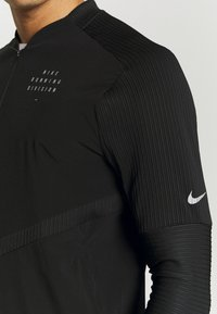 Nike Performance - RUN ELEMENT  - Juoksutakki - black/silver - 5