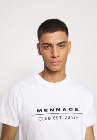 Mennace - CLUB TENNIS COURT UNISEX - Print T-shirt - white - 3