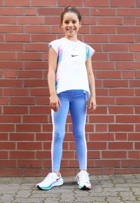 Nike Performance - TROPHY - Legging - royal pulse/pink/white - 3