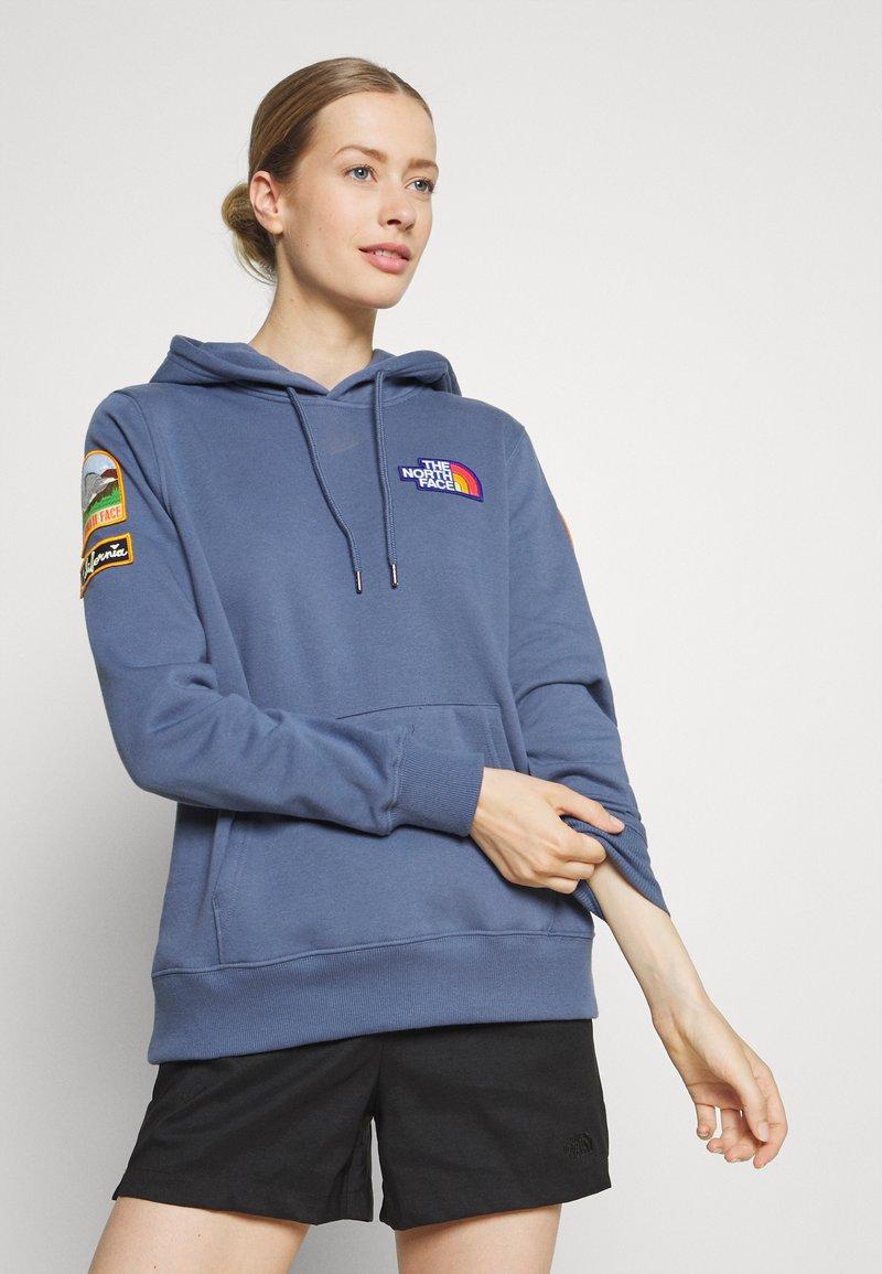 The North Face - NOVELTY PATCH HOODIE  - Sweatshirt - vintage indigo