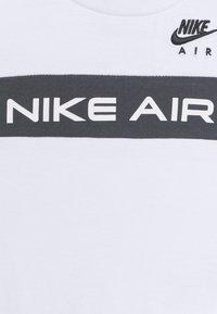 Nike Sportswear - Print T-shirt - white/black - 3