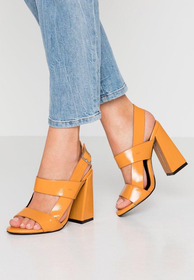 Sandalen met hoge hak - mustard