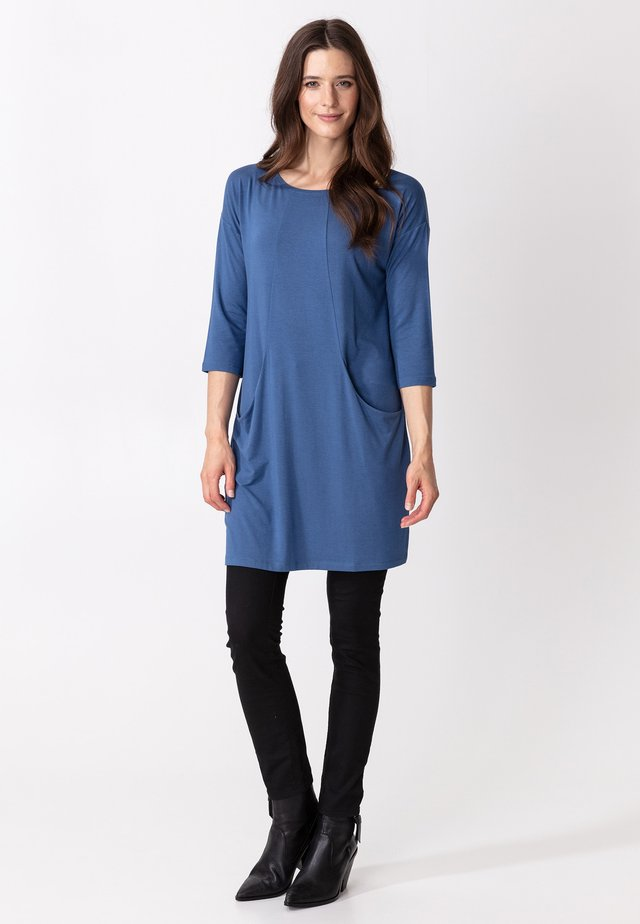 LINDEN - Jerseyklänning - blue