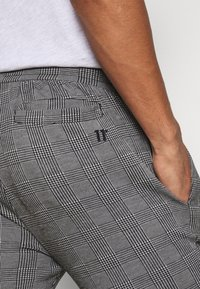 11 DEGREES - PRINCE OF WALES JOGGER - Tracksuit bottoms - black/white - 3