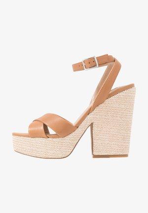 JINA - Sandály na platformě - tan