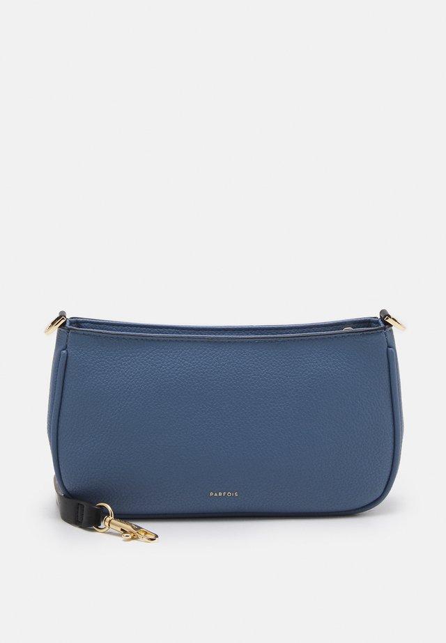 CROSSBODY BAG STRAPY - Sac bandoulière - blue
