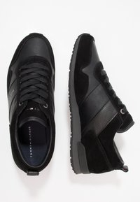 Tommy Hilfiger - ICONIC LEATHER SUEDE MIX RUNNER - Sneakers laag - black - 1