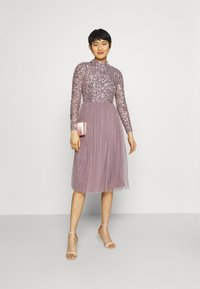 Maya Deluxe - DELICATE SEQUIN MIDI DRESS - Cocktail dress / Party dress - moody lilac - 1