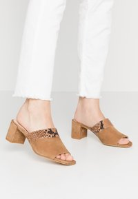 Hash#TAG Sustainable - Heeled mules - light brown - 0