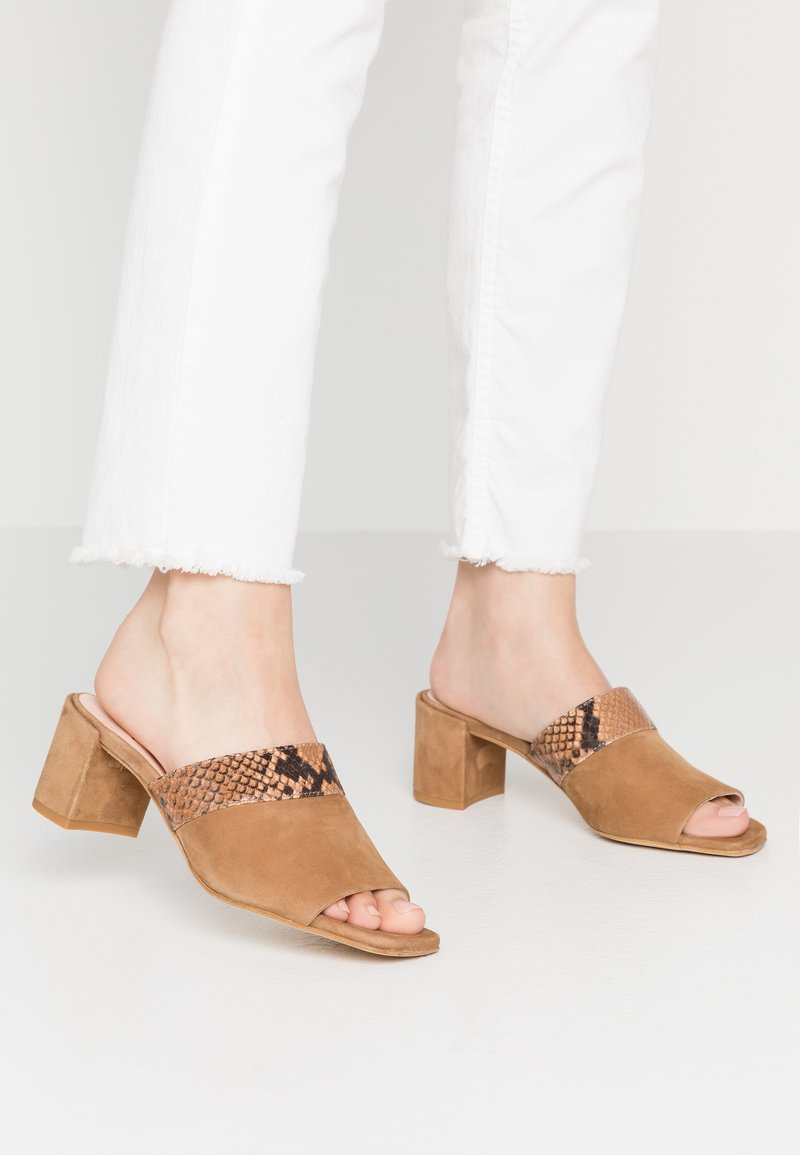 Hash#TAG Sustainable - Heeled mules - light brown