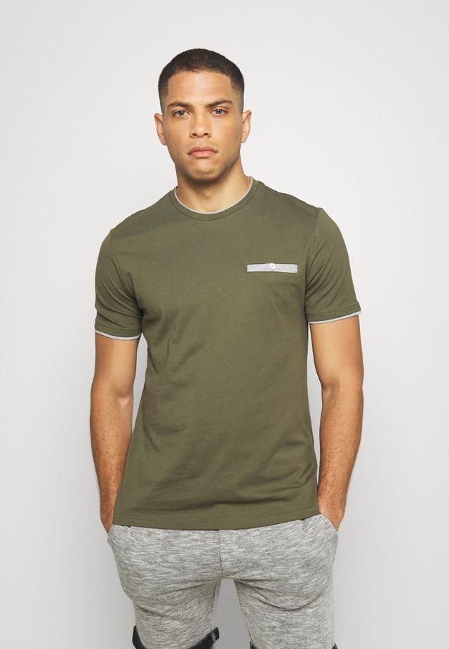 T-shirt print - oliv