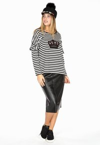Yoek - Pencil skirt - black - 0