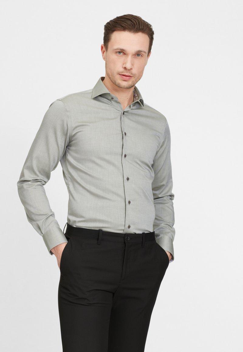 MICHAELIS - SLIM FIT - Overhemd - green