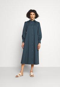 Tory Burch - ARTIST DRESS - Shirt dress - dark chambray - 0