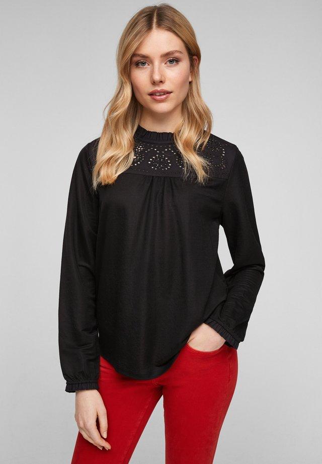 MIT STICKEREI PASSE - Bluse - black