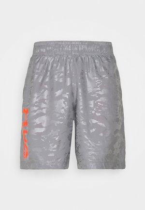 EMBOSS  - Shorts - concrete