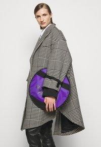 MM6 Maison Margiela - Taška spříčným popruhem - royal purple - 1