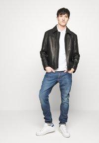 CLOSED - UNITY SLIM - Slim fit jeans - dark blue - 1