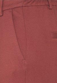 ONLY Petite - ONLPOPTRASH EASY COLOUR PANT - Kalhoty - sable - 2