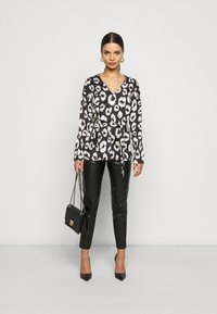New Look Petite - MIA ANIMAL BELTED SHELL - Blouse - black - 1