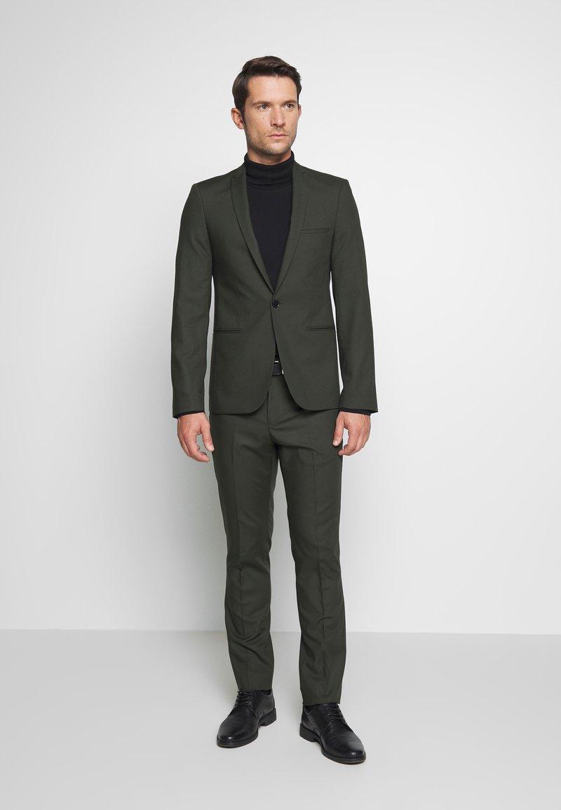 Viggo - GOTHENBURG SUIT SET - Kostym - khaki