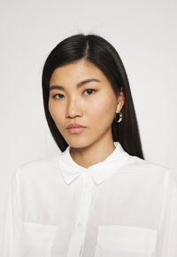 Anna Field - Basic Blouse with front pockets - Button-down blouse - offwhite - 4