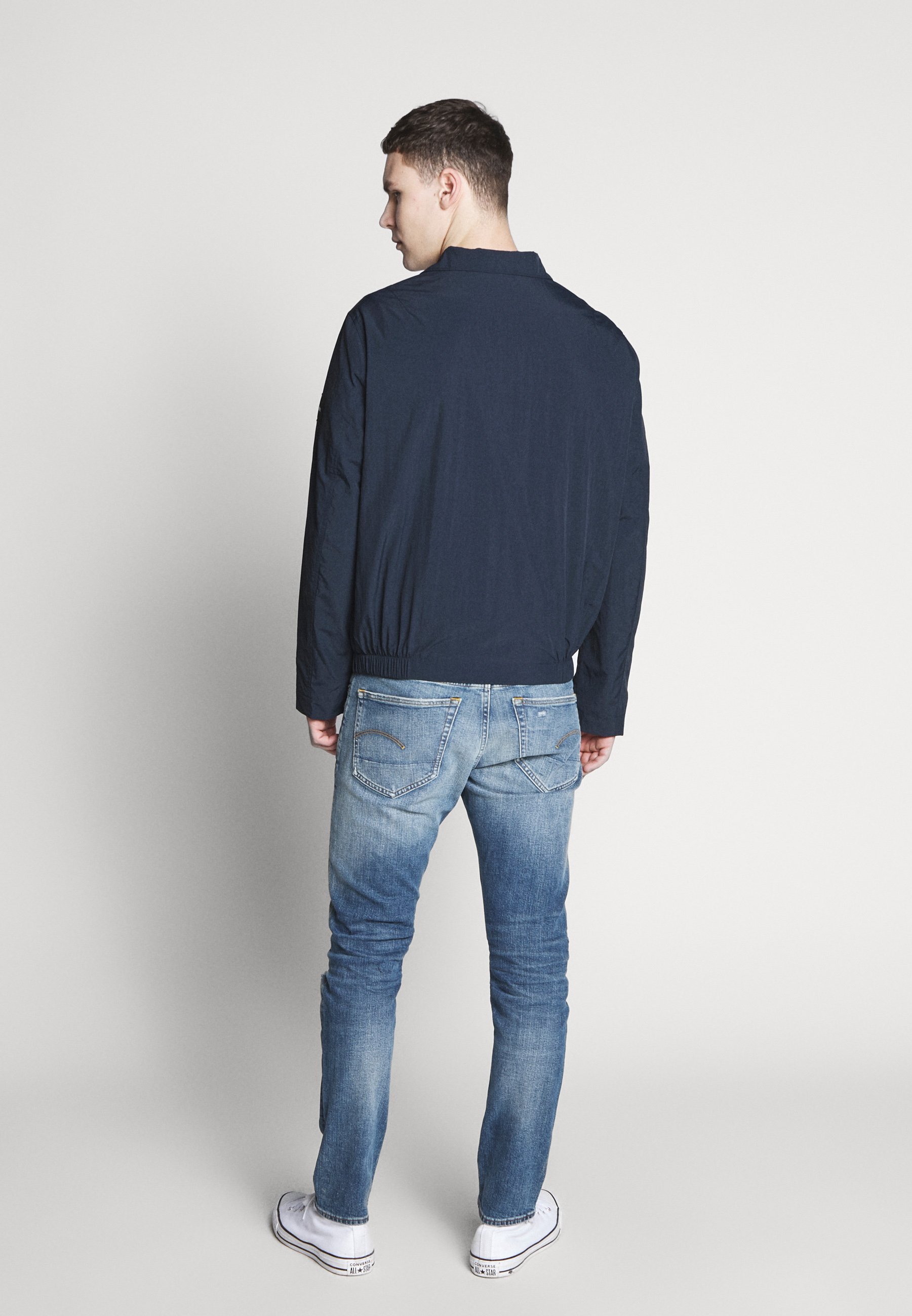 Online Miesten vaatteet Sarja dfKJIUp97454sfGHYHD Calvin Klein CRINKLE BLOUSON JACKET Kevyt takki blue