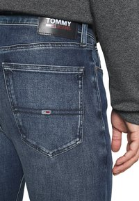 Tommy Jeans - SIMON SKINNY - Slim fit jeans - mid blue - 5